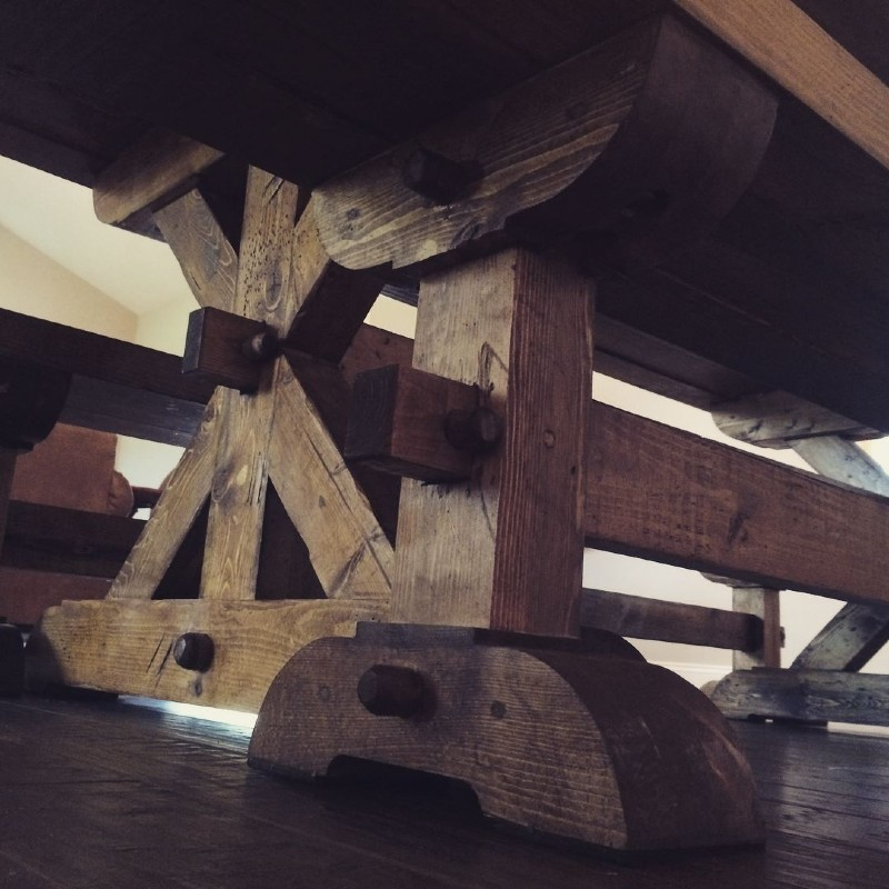 trellis-style-table-rustic